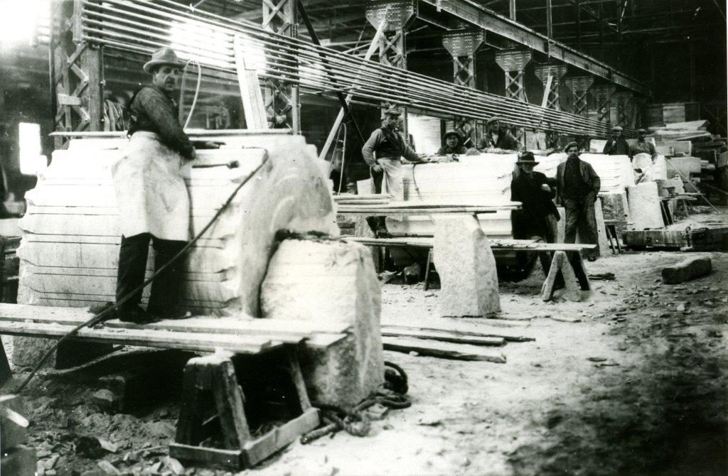 Men from the Stanstead Granite Quarries Co. (now Rock of Ages Canada) working on columns for the Sun Life Building in 1914.