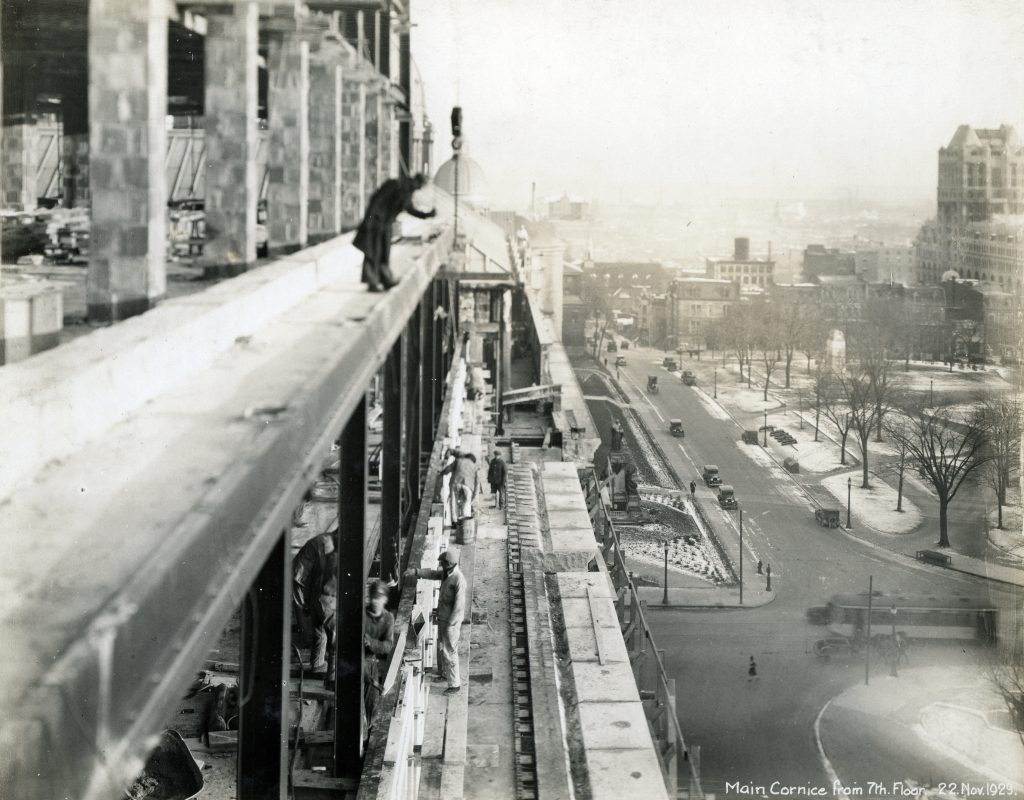 Workers on the main cornice on the 7<sup>th</sup> floor, on November 22, 1929.